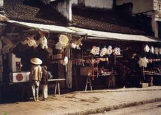 Photographer Leon Busy was assigned by the Albert Kahn Museum in France to go to Vietnam to capture the lives of the people in northern Viet. North Vietnam, Hanoi Vietnam, Albert Kahn, Japanese History, Indochine, France, Paris, The Good Old Days, Colour Images