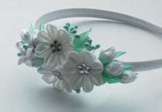 Hey, I found this really awesome Etsy listing at https://www.etsy.com/listing/211965146/white-kanzashi-fabric-flower