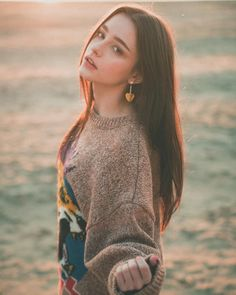 Beautiful celebrities and starlets. Actresses, singers, models and more! Mode Ulzzang, Ulzzang Girl, Beautiful Girl Image, Beautiful People, Beautiful Girl Wallpaper, Girl Pictures, Girl Photos, Loren Grey, Girl Photography Poses