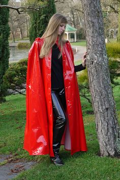 Rotes Lackcape | sari40 | Flickr