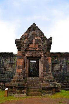 Vat Phou and Associated Ancient Settlements within the Champasak Cultural Landscape, Laos Ancient Runes, Places Worth Visiting, Vientiane, Laos People, Ancient Architecture, Ancient Civilizations, Hanoi, Amazing Destinations, World Heritage Sites