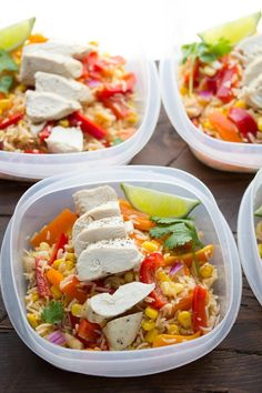 (Make Ahead) Chicken Fajita Lunch Bowls 2019 Chicken Fajita Lunch Bowls (Make Ahead). Make this recipe on Sunday and have all of your work lunches ready for the week! The post (Make Ahead) Chicken Fajita Lunch Bowls 2019 appeared first on Lunch Diy. Easy Meal Prep Lunches, Make Ahead Lunches, Prepped Lunches, Meal Prep Bowls, Healthy Meal Prep, Healthy Snacks, Healthy Eating, Healthy Recipes, Work Lunches