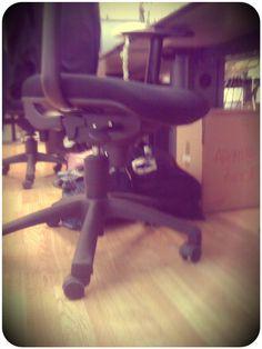 La sedia di Zoom ed @Emanuela Papini . #FFF #FridayFollowFeltrinelli