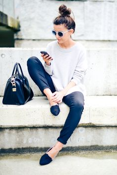 Photo Styling Tips / black pants white sweater from Spring & Summer Fashion Trends And Outfit Ideas To Copy ASAP Casual Outfits For Girls, Girl Outfits, Cute Outfits, Fashion Outfits, Womens Fashion, Fashion Trends, Summer Outfits, Winter Outfits, Fasion