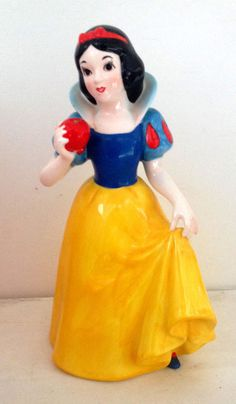 "VINTAGE SNOW WHITE HOLDING APPLE 10.5"" TALL WALT DISNEY JAPAN"