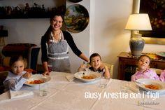 Agromonte ha ripreso la cultura siciliana della salsa fatta in casa e la ripropone dal 2009 nella sua Salsa di pomodorino ciliegino. #territori #tradizioni #conserva #alimentazione #sicilia #contivazione