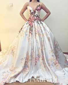 Our hearts always skip a beat for a floral printed gown. Love this @cindytandiyah who gives us a touch of summer in the middle of winter! #cindytandiyah #floralprint #floralgown #flowers #summerbride #winterbride #beauty #chic #fashion #bridalgown #bridalstyle #trend #weddinginspiration #wedding #amazingdress #dreamdress #flowerdress #elegantbride #bride #bridal #bridaldress #weddingdress #weddinggown #gown #romance #weddingdreams #dreamwedding #beautifulbride #ontrend #StrictlyWeddings by…