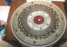 Mandala luxo, muito sofisticada. Pedras Citrino mel, Jaspe Vermelho e Olho de tigre.