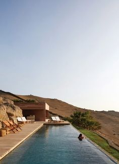 House designed by Barclay and Crousse Architecture in Ancon, Peru . Terrasse Design, Pool Designs, Exterior Design, Exterior Paint, Future House, Architecture Design, Hotel Architecture, Landscape Architecture, Beautiful Places