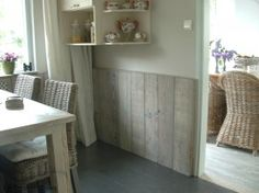 Bar board wainscoting but vertical alignment . Pallet Furniture, Home Furniture, Home Projects, Home Crafts, Pallet Projects, Scaffolding Wood, Home Interior Design, Interior Decorating, House Inside