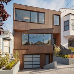 iwamoto-scott-noe-valley-san-francisco-bay-california-californian-houses-lightwell-angled-facade-cedar_dezeen-sq.jpg 2364 × 2364 bildepunkter