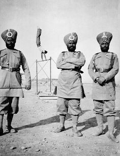 Sikh troops of the British Imperial Army. British Raj (Colony of India). British Indian, British Army, Bengal Lancer, Ww1 Soldiers, Uk History, War Photography, Army Uniform, Historical Pictures, Ww1 Pictures