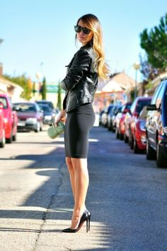 Such a ME outfit -Business Lady Classical Look Leather Jacket Black Skirt and High Heels. Estilo Fashion, Look Fashion, Winter Fashion, Womens Fashion, Fashion Trends, Fashion Black, Fashion News, Luxury Fashion, Belle Silhouette