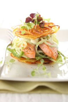 Rosti burger with cucumber noodles and fried salmon- Röstiburger mit Gurkennudeln und gebratenem Lachs Serving suggestion for Röstiburger with cucumber noodles and … - Fried Salmon, Roasted Salmon, Seafood Appetizers, Appetizer Recipes, Benefits Of Potatoes, Shellfish Recipes, Food Garnishes, Salmon Recipes, Gastronomia