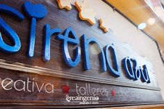 Diseño y fabricación 100% artesanal: RÓTULO TIENDA para La Sirena Azul Mercería Creativa. www.creaingenio.com ©creaingenio