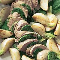 Pochiertes Schweinefilet mit karamellisierten Mairübchen