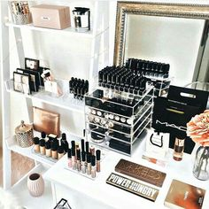 GIFT GUIDE: Beauty Junkie. Organization and decoration