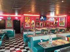 Littlebit like pop's in Riverdale cafe 💛💜💚💙 – American Diner! 1950 Diner, Vintage Diner, Retro Diner, Café Retro, Retro Cafe, Deco Restaurant, Restaurant Design, Diner Aesthetic, Diner Decor