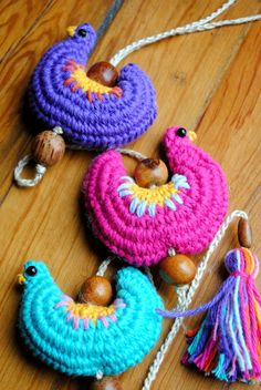 Finally in October the spring weather began; and with it, full products . Crochet Home, Crochet Trim, Crochet Motif, Knit Crochet, Crochet Patterns, Crochet Chicken, Crochet Garland, Crochet Birds, Crochet Keychain
