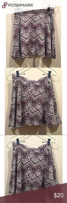 🔥2 FOR $20 EUC Victoria's Secret PINK Aztec Skirt Victoria's Secret PINK Aztec Geometric Skirt, size medium, in excellent used condition PINK Victoria's Secret Skirts Mini