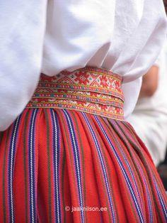 estonia Costumes Around The World, 7 Continents, Folk Clothing, Folk Festival, Artwork Ideas, Folk Costume, Ethnic Fashion, Traditional Dresses, Evolution