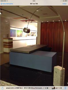 balcão recepção mesa de trabalho tampo apoiado em módulo lateral gaveteiro