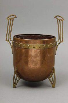 Cachepot, Kupfer und Messing, Jugendstil, rundes Kupfergefäß auf 3 Messingbeinen mit stilisiertem — Varia (Messing, Kupfer, Bronze)