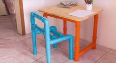 PVC een goed materiaal om kindermeubels van te maken? Deze video bewijst dat je van PVC een super leuke stoel en tafel kunt maken voor in de kinderhoek.