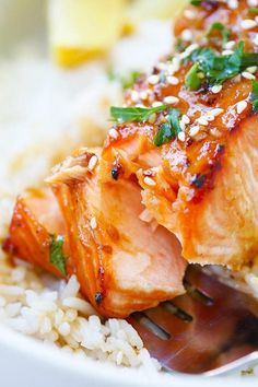Ginger Garlic Baked Salmon - the best and easiest salmon recipe ever! Moist, flavorful, juicy, and takes only 10 mins to prep!! | rasamalaysia.com