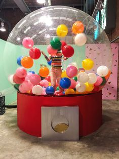Always dreamt of jumping out of a giant birthday cake? At Sugar Republic in Melbourne you can do just that and a whole lot more! Display Design, Store Design, Giant Birthday Cake, Kreative Portraits, Indoor Playground, Candy Shop, Experiential, Candyland, Pop Up