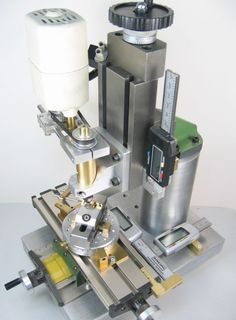 A small homemade milling machine for desktop machining from column to spindle center and from milling table to spindle clearance) (Woodworking Tools) Cnc Router, Routeur Cnc, Router Bits, Woodworking Basics, Woodworking Patterns, Woodworking Projects, Woodworking Jigs, Woodworking Magazines, Milling Machine
