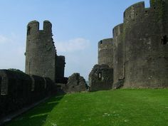 """""""25 Castle"""" by TravelPod blogger jcastellan from the entry """"Missed the bus just by a few minutes"""" on Wednesday, June  7, 2006 in Cardiff, United Kingdom"""