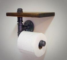 De industriële pijp Toiletrol-houder met plank biedt stijlvolle functionaliteit aan een bad. Vervaardigd uit robuust zwart metalen buizen en teruggewonnen hout, voegt dit ontwerp gemakkelijk extra Bad opslagruimte voor Bad benodigdheden en decoratieve objecten. Het bezit een gunstige een grote rol wc-papier. De plank is vervaardigd van teruggewonnen hout met een uitgesproken graan en zichtbare knopen. Een beschermende afwerking wordt toegepast met de hand zegel en het hout te beschermen…