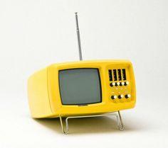 design-is-fine: Wega Mini-Vidi TC portable. Vintage Tv, Vintage Design, Retro Design, Vintage Items, Vintage Telephone, Vintage Yellow, Vintage Antiques, Modern Design, Home Deco