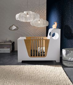 Des suspensions aériennes pour une chambre de bébé toute en douceur.