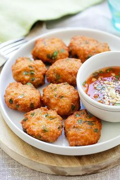 Thai Shrimp Cake - best Thai shrimp cakes recipe loaded with shrimp, red curry, long beans and served with sweet chili sauce. So good | rasamalaysia.com Best Shrimp Recipes, Thai Recipes, Fish Recipes, Seafood Recipes, Asian Recipes, Appetizer Recipes, Cooking Recipes, Appetizers, Cooking Pork