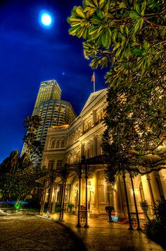 Famous Raffles Hotel, Singapore.  ASPEN CREEK TRAVEL - karen@aspencreektravel.com