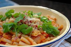 Pasta with Roasted Garlic and Tomato Sauce