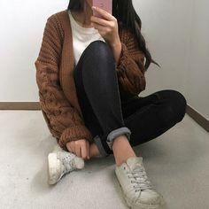 Kfashion Blog - Korean Fashion - Seasonal fashion, aesthetic fashion, plaid skirt, knit cardigan, autumn fashion, spring fashion