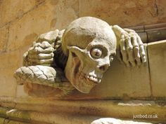 Goodnight tweeters ... no bad dreams .....     Modern 'slithering skull' grotesque - Lincoln Cathedral
