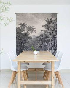 La imagen puede contener: personas sentadas, mesa e interior Home Fashion, Some Fun, Dining Table, House Styles, Wall, Furniture, Instagram, Home Decor, Person Sitting