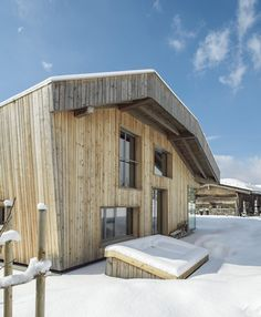 Rather than replicating the design of the local houses, they took the form of an old barn as the model for the house's shape and appearance