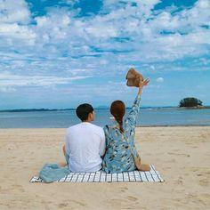 Nana adalah anak tunggal . Dahulu ia sangat feminim dan penurut sekal… #fiksipenggemar # Fiksi penggemar # amreading # books # wattpad Pre Wedding Photoshoot, Wedding Poses, Couple Posing, Couple Shoot, Parejas Goals Tumblr, Travel Pose, Couple Aesthetic, Relationship Goals Pictures, Couple Beach