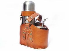 Matera Cuero Leather Tooling, Leather Bag, Bottle Bag, Leather Projects, Camping Gear, Leather Craft, Bucket Bag, Backpacks, Belt