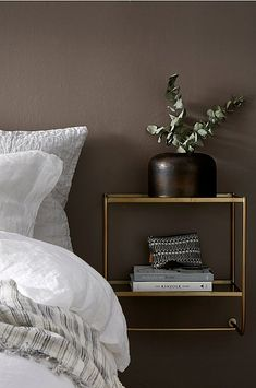 Sengebord Thelma Ellos Home Sengebord Thelma - Messing - Bolig & indretning - Ellos. Bedroom Inspo, Home Bedroom, Modern Bedroom, Bedroom Decor, Bedroom Ideas, Bedrooms, House Of Philia, Fashion Room, Room Colors