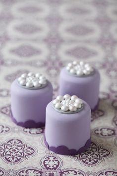#CakeDecorating Cluster Pearl #Minicakes #Issue34