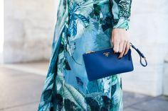 Vestito lungo blu ed un cappello blu: un look tutto blu!