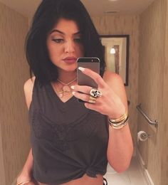 Fan 'Kylie & Kendall Jenner Are Bitches' - http://oceanup.com/2014/07/26/fan-kylie-kendall-jenner-are-bitches/