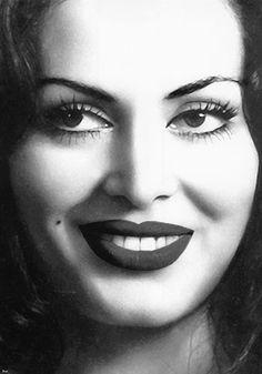 Türkan Şoray - Most beautiful turkish Actress Beautiful Lips, Most Beautiful, Arabian Makeup, Dvd Film, Cinema Actress, Turkish Beauty, Magic Carpet, Black And White Portraits, Old Actress