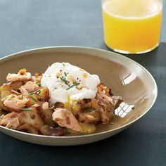 Salmon Hash with Poached Eggs - Hash is a such a great way to use leftovers, like the cooked salmon called for here. Any other cooked or smoked fish -- or diced ham -- could be used in place of the salmon. Salmon Recipes, Seafood Recipes, Vegetarian Recipes, Cooking Recipes, Healthy Recipes, Cooking Pasta, Shellfish Recipes, Healthy Eats, Breakfast Hash
